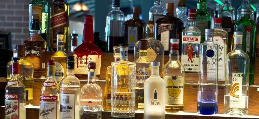 kaloricke tabulky alhokolicke nealkoholicke napoje 870x400 - barový lístek