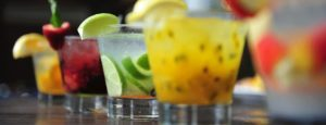 letni alkoholicke drinky 1 300x115 - BAR